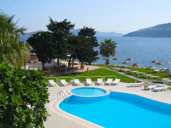 Lussoro-Bodrum-Hotel-Havuz-Plaj-(17)